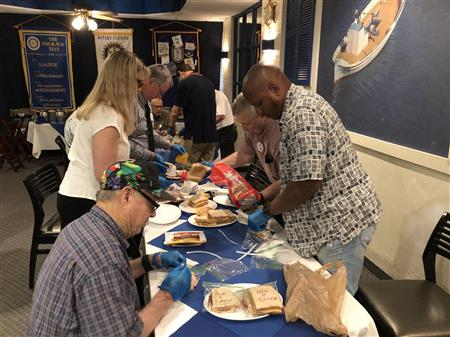 Make lunches for people experiencing homelessness
